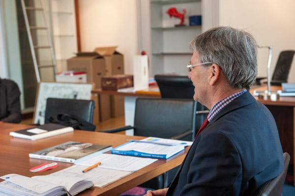 Premiere: LH Peter Kaiser im neuen Büro